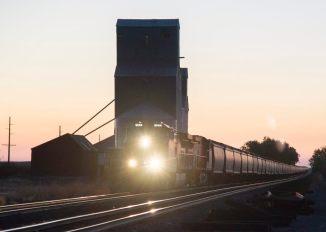 Train on the Hi-Line rail.